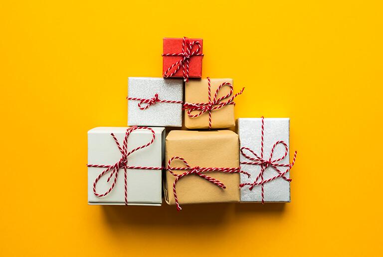 ТОП 88 ідей що подарувати Мамі на 60 років + 34 Подарунка та Поради