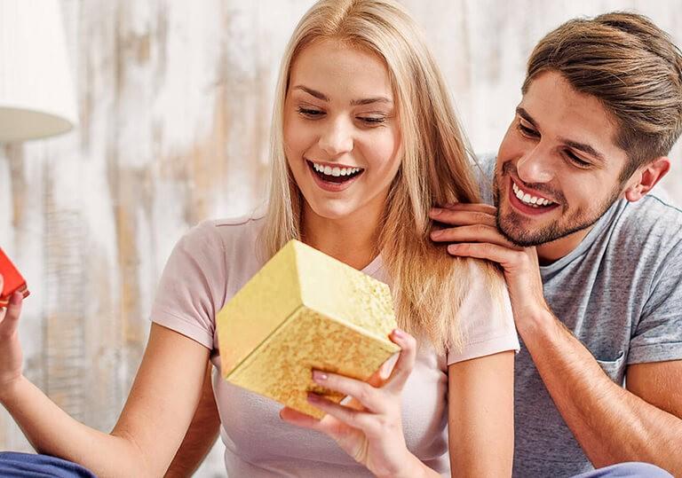 ТОП 84 ідеї Що подарувати дівчині просто так і без приводу