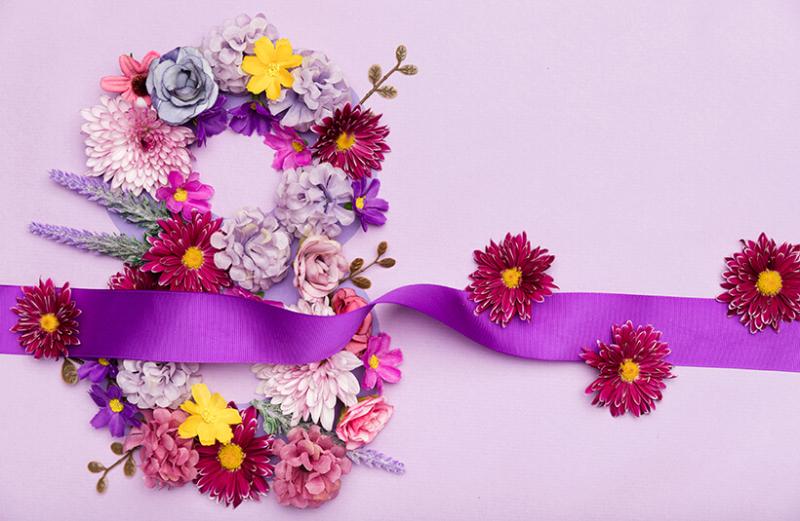 ТОП 108 ідей Що подарувати Мамі на 8 березня +ще 26 подарунків та Поради