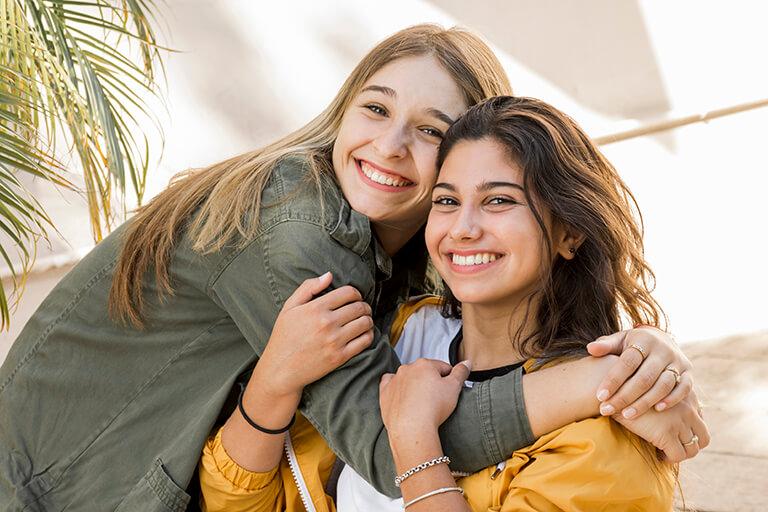 ТОП 94 ідеї Що подарувати Сестрі на 8 березня +19 подарунків та Поради