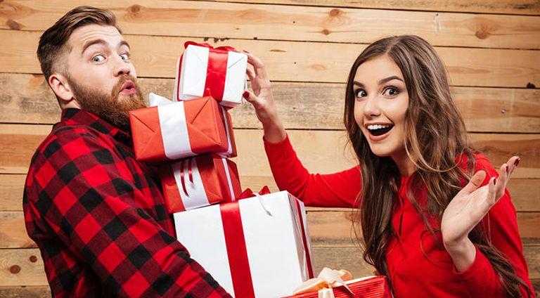 ТОП 72 ідеї що подарувати хлопцеві на День Народження за роками та Поради