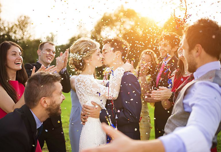 ТОП 49 + 61 ідея що подарувати на Річницю Весілля друзям