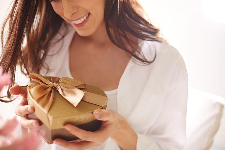 ТОП 68 ідей що подарувати Дружині на 30 років (список) +29 подарунків та Поради